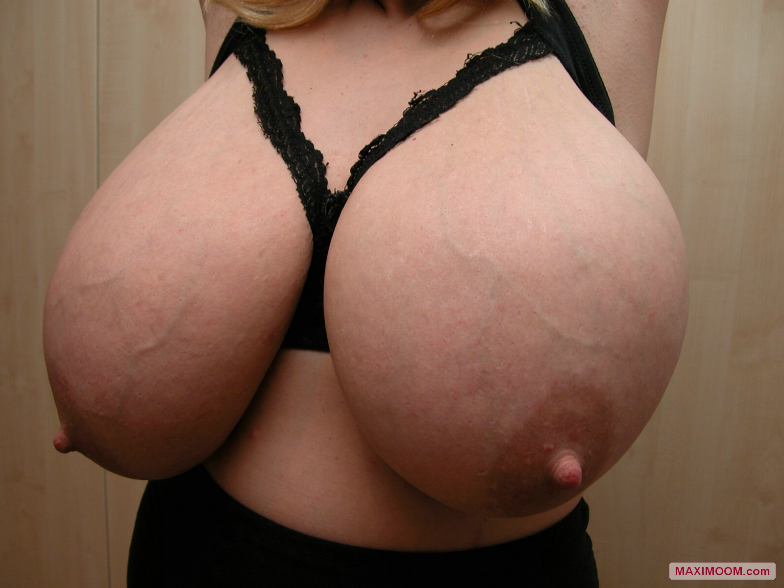 Enormous Boobs Cant Fit Into A Small Bra-6975